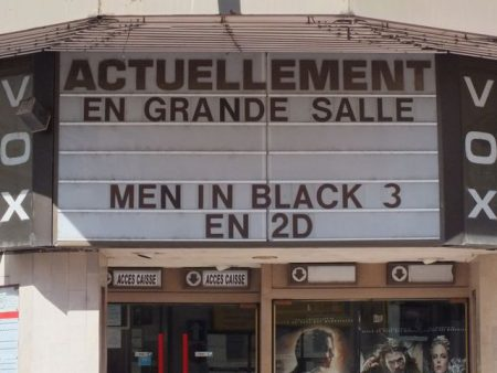 Now showing on the big screen, Men in Black 3! (but only in 2D)