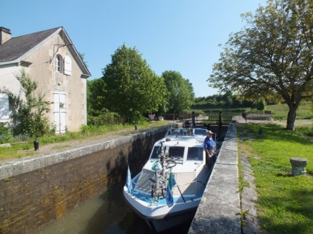 A scenic lock on the southern Nivernais