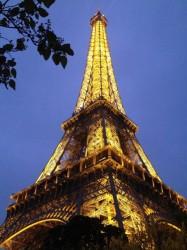 La Tour Eiffel at dusk