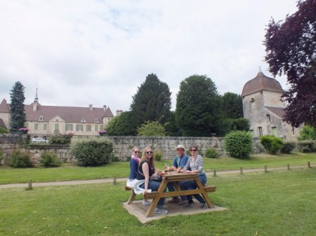 Lunch in front of the château, Mantoche