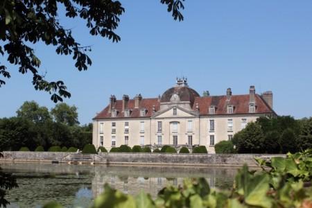 Château de Fontaine-Française, rare sunshine near Montigny