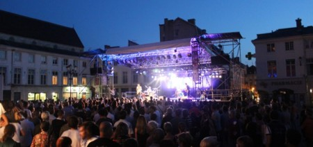 """""""Talisco"""" plays the main square"""