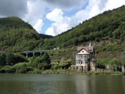 A lonely house on the Meuse