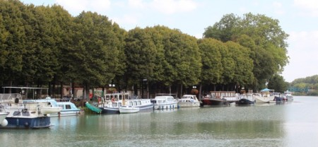 Canal port in Mareuil-sur-Ay - nice facilities, but only one laundry token