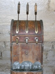Old-style beer tap system