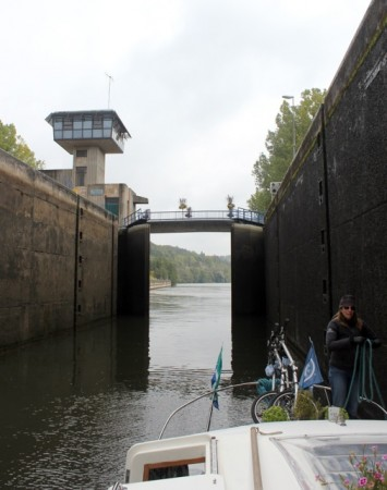 A big-gauge lock on the Moselle River
