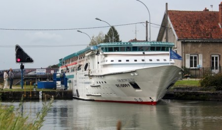 "A ""cruise ship"" canal boat - someone had too much free time"