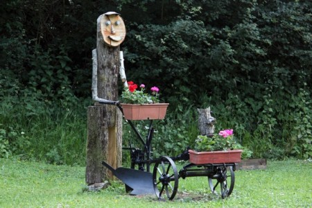 Lockkeeper's lawn sculpture on the Saar Canal