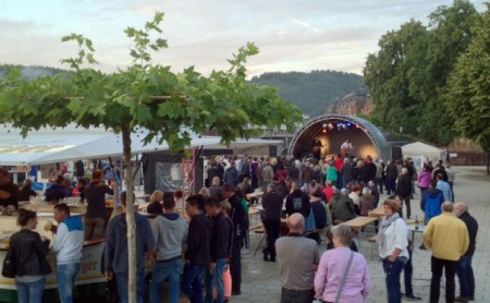 A festival in Metlach, with music and a beer garden