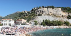 The mass of humanity in Cassis