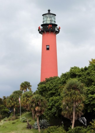 Jupiter Inlet lighthouse with Christmas bows