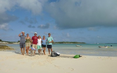 "Happy hour on Snake Cay with ""Z-Raye"" and ""GMV"""