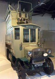 A pigeon-carrier truck