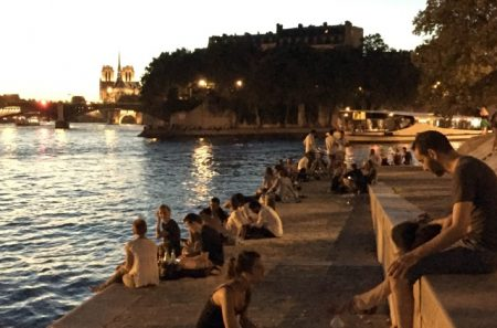 Dinner on the banks of the Seine