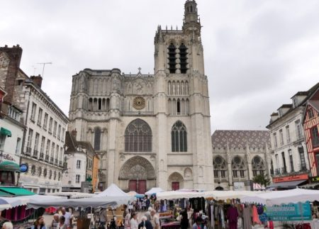 The Sens Cathedral and weekly street market