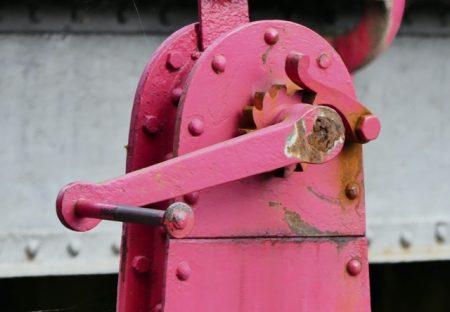 A manual lock mechanism on the Nivernais Canal