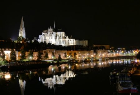 The Auxerre skyline at night